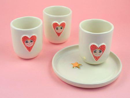 Cană cu inimioară pentru cafea/ceai, din ceramică pictată manual. Detalii cu aur. Aprox 8 x 11 cm. Fără toartă. Happy Heart. Gruni.