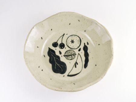 Farfurie adâncă No Waste formă organică 3. UNICĂ. Ceramică rezistentă. Pictată manual, ilustrație fructe și legume. Volum aprox 500 ml.