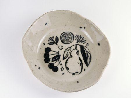 Farfurie adâncă No Waste formă organică 2. UNICĂ. Ceramică rezistentă. Pictată manual, ilustrație fructe și legume. Volum aprox 400 ml.