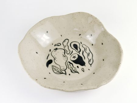 Farfurie adâncă No Waste formă organică 4. UNICĂ. Ceramică rezistentă. Pictată manual, ilustrație fructe și legume. Volum aprox 500 ml.