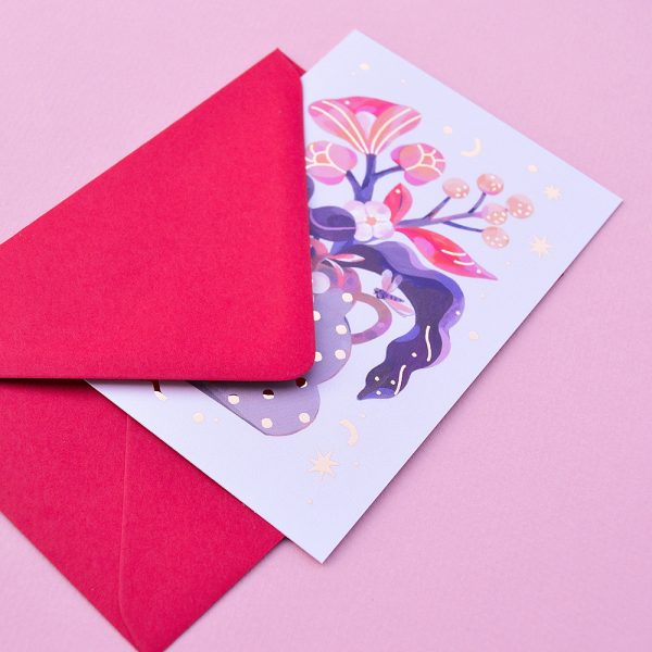Carte poștală cu plic, cu o natură statică, mărime C6, detalii cu auriu. Ilustrație realizată de Livia Coloji. Se poate adăuga unui cadou.