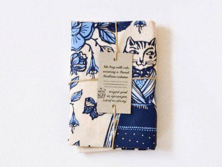 Sacoșă bumbac nealbit cu pisici în port șvăbesc tradițional din Banat. Imprimat serigrafic. Dimensiuni 37 x 41 cm, mânere 39 cm.